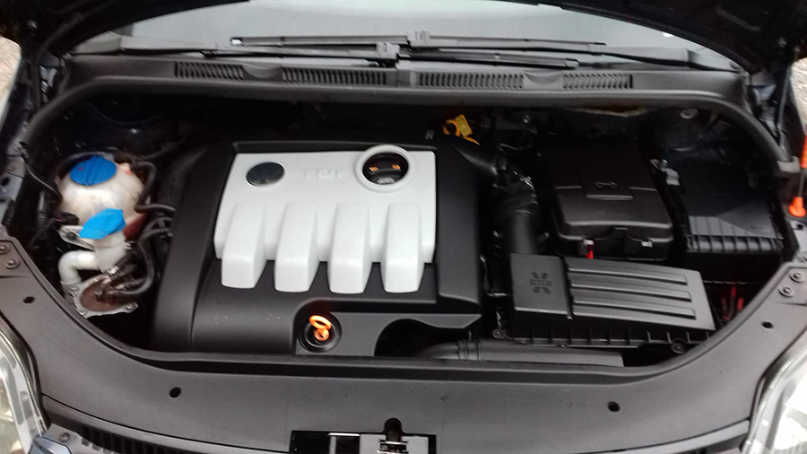 Nettoyage compartiment moteur propre - Sublime Car